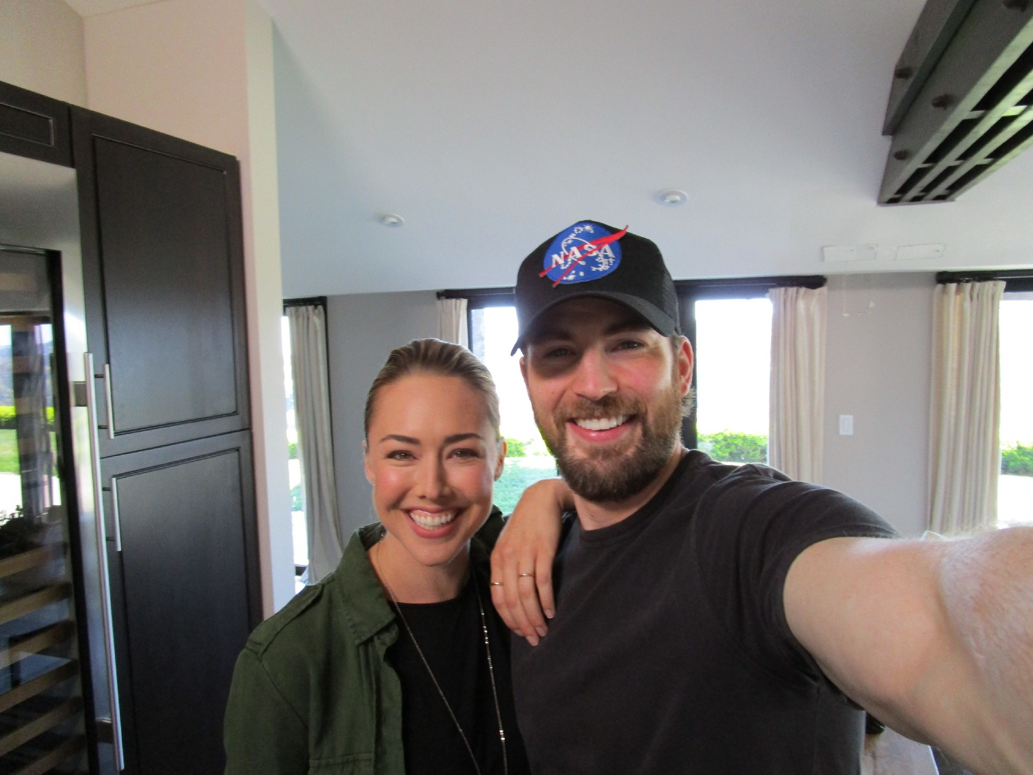 Lindsey Mckeon Gets Up Close Personal With Chris Evans Последние твиты от lindsey mckeon (@mylindseymckeon). lindsey mckeon gets up close personal
