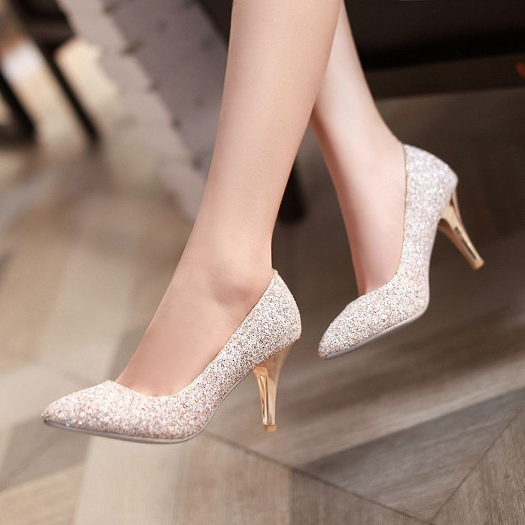 [تصویر:  wedding-dress-shoes-why-bridal-shoes-can...moment.jpg]