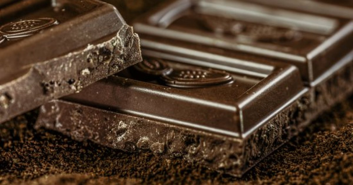 6 Benefits of Dark Chocolate (All Backed by Science)