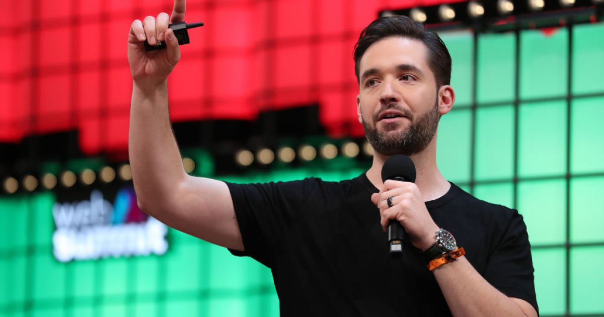 """Reddit's Alexis Ohanian Says """"Hustle Porn"""" Is """"One of the Most Toxic, Dangerous Things in Tech Right Now"""""""