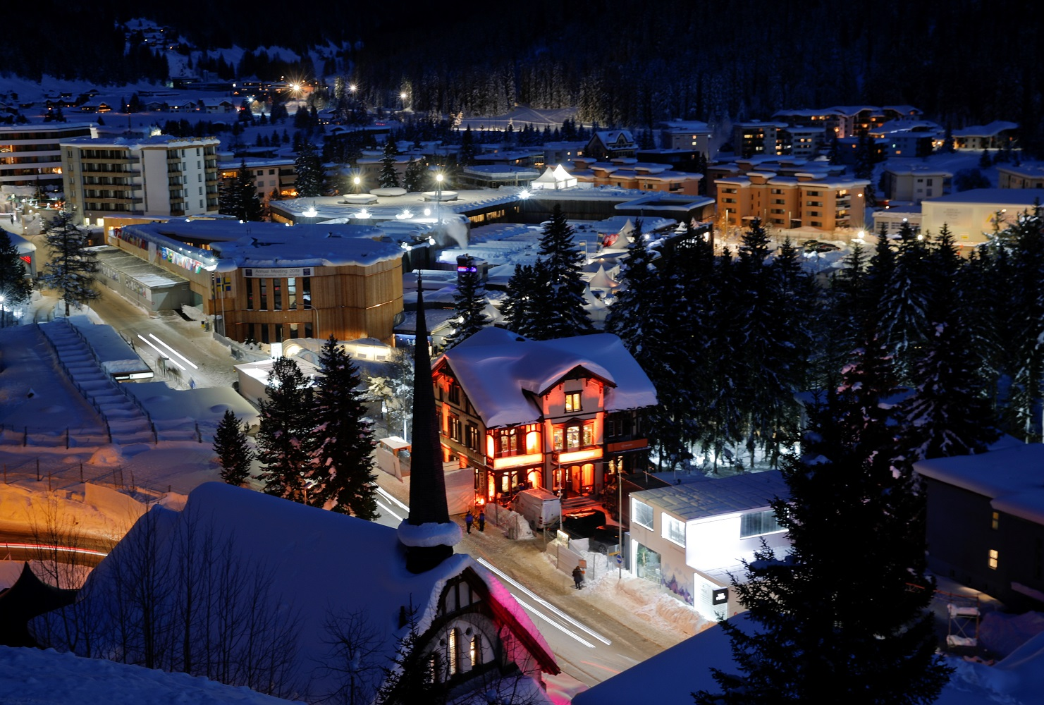A night view shows a congress centre (L), the venue of the upcoming World Economic Forum (WEF) in the Swiss mountain resort of Davos, Switzerland, January 20, 2019. REUTERS/Arnd Wiegmann