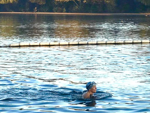 Coldwater Swimming in London's Hyde Park