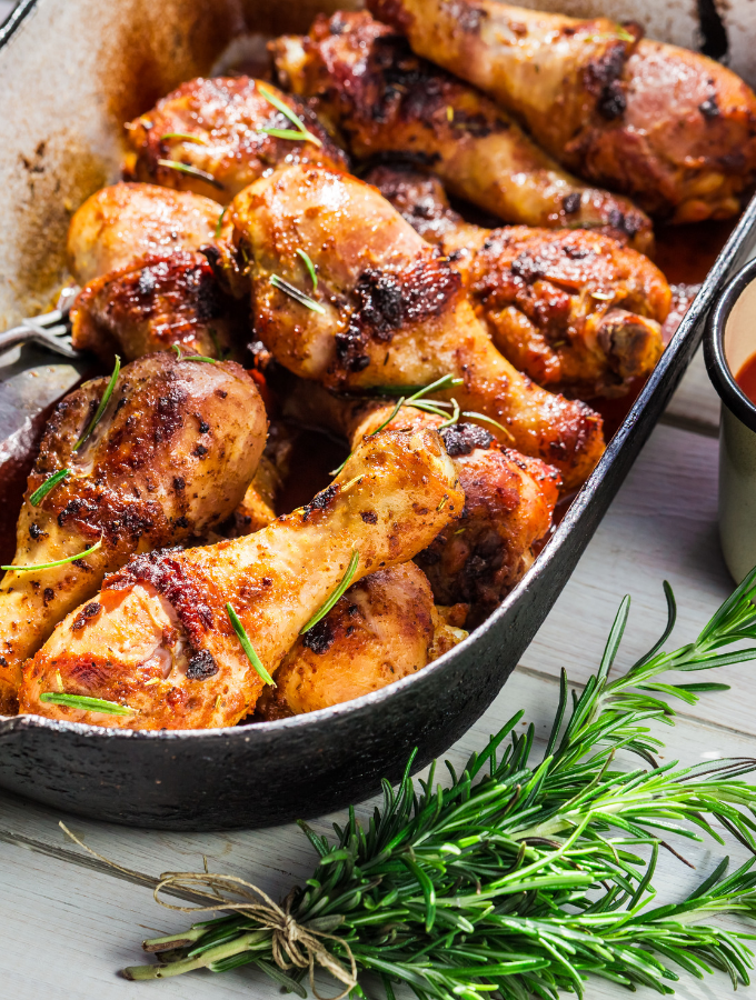 pan of baked chicken drumsticks