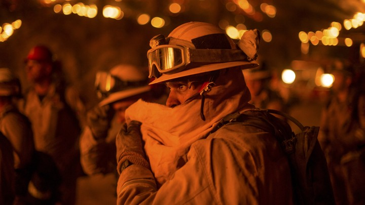 A firefighter covers his face while battling the Butte fire near San Andreas, California September 12, 2015. The Butte fire has destroyed 86 homes and 51 outbuildings in rural Amador and Calaveras counties, where it covers an estimated 65,000 acres (26,305 hectares), officials said. REUTERS/Noah Berger      TPX IMAGES OF THE DAY      - GF10000204000