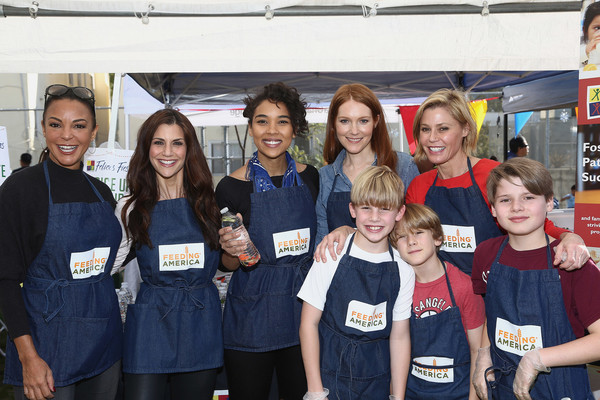 Celebrity friends of Feeding America, including Eva LaRue, Samantha Harris, Alexandra Shipp, Darby Stanchfield, and Julie Bowen,  volunteer with Feeding America to help end hunger in the US,.