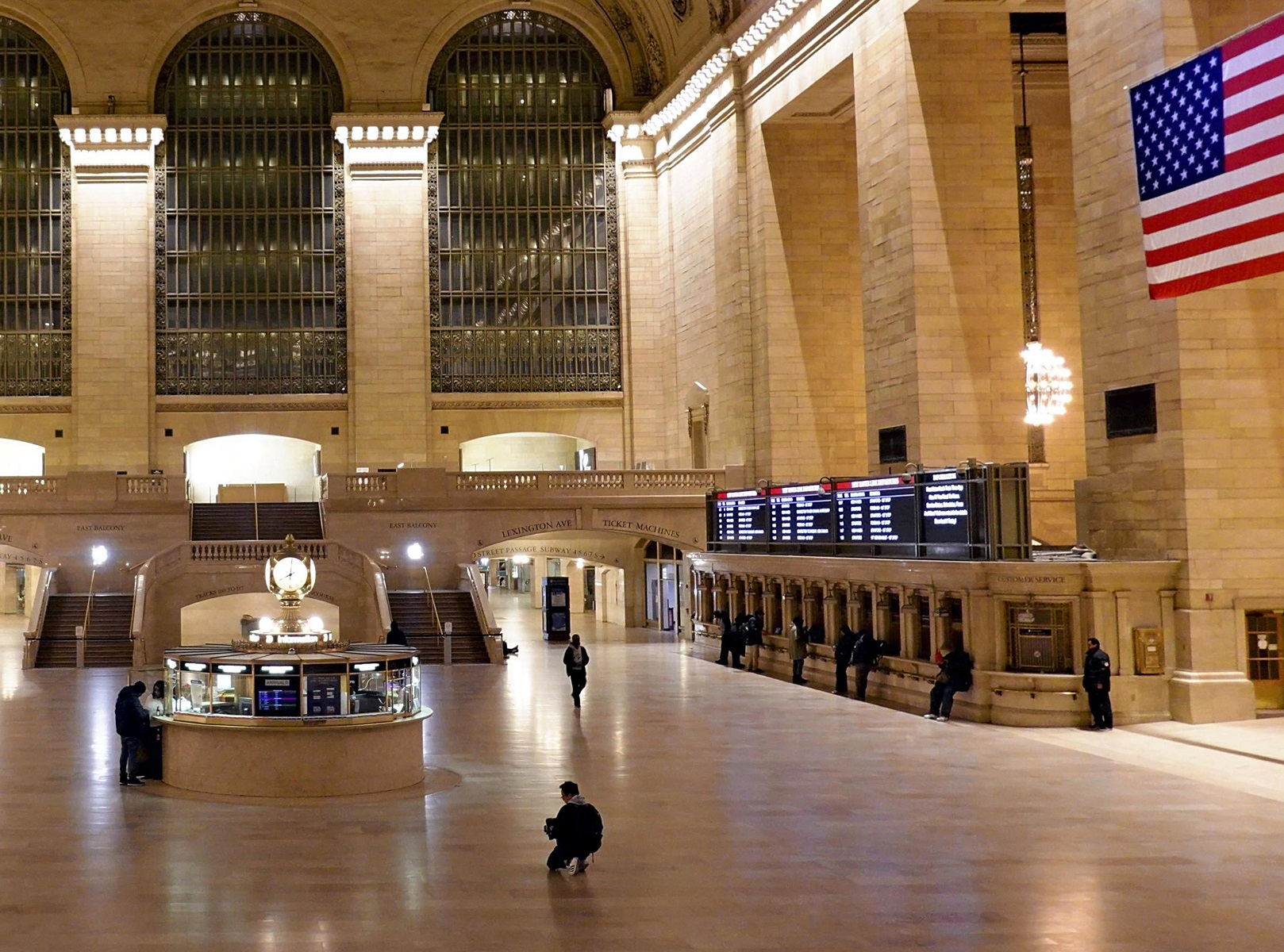 Quite Grand Central Station is pictured in New York in the night March 22, 2020. New York. Gov. Andrew Cuomo has ordered New Yorkers to stay home to slow the new coronavirus pandemic from 22th night. ( The Yomiuri Shimbun )
