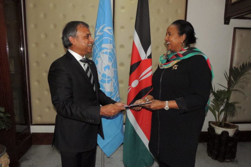 Siddharth Chatterjee presenting credentials to Ambassador Amina Mohamed the Former Foreign Minister of Kenya, Sept 2016 Photo: @UNDPKenya