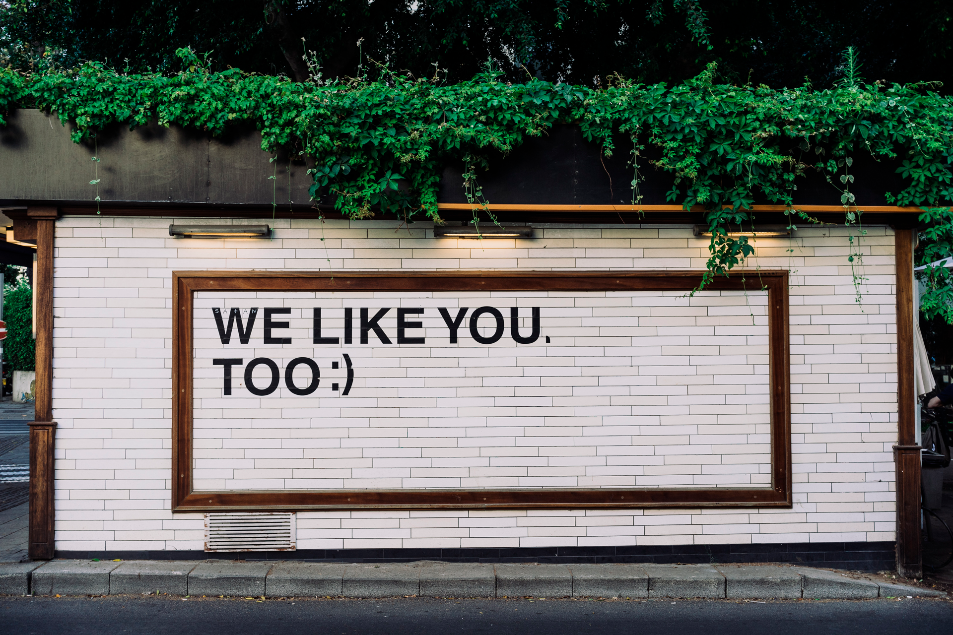 """A sign that shows """"We like you too"""" text."""
