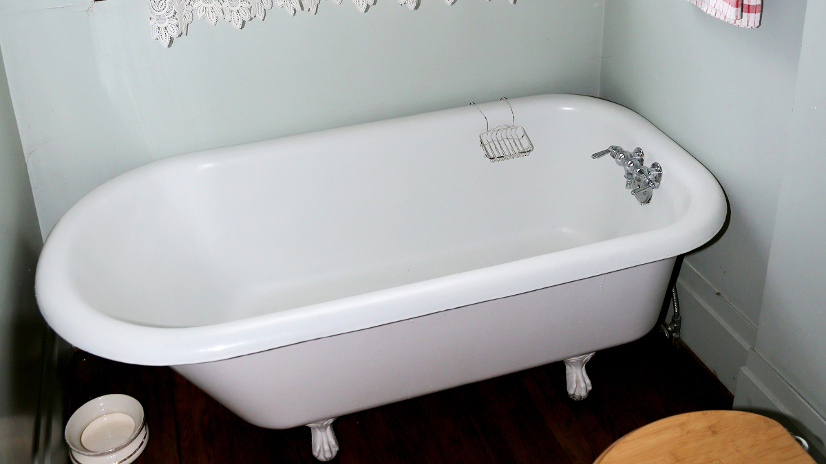 claw foot bathtub
