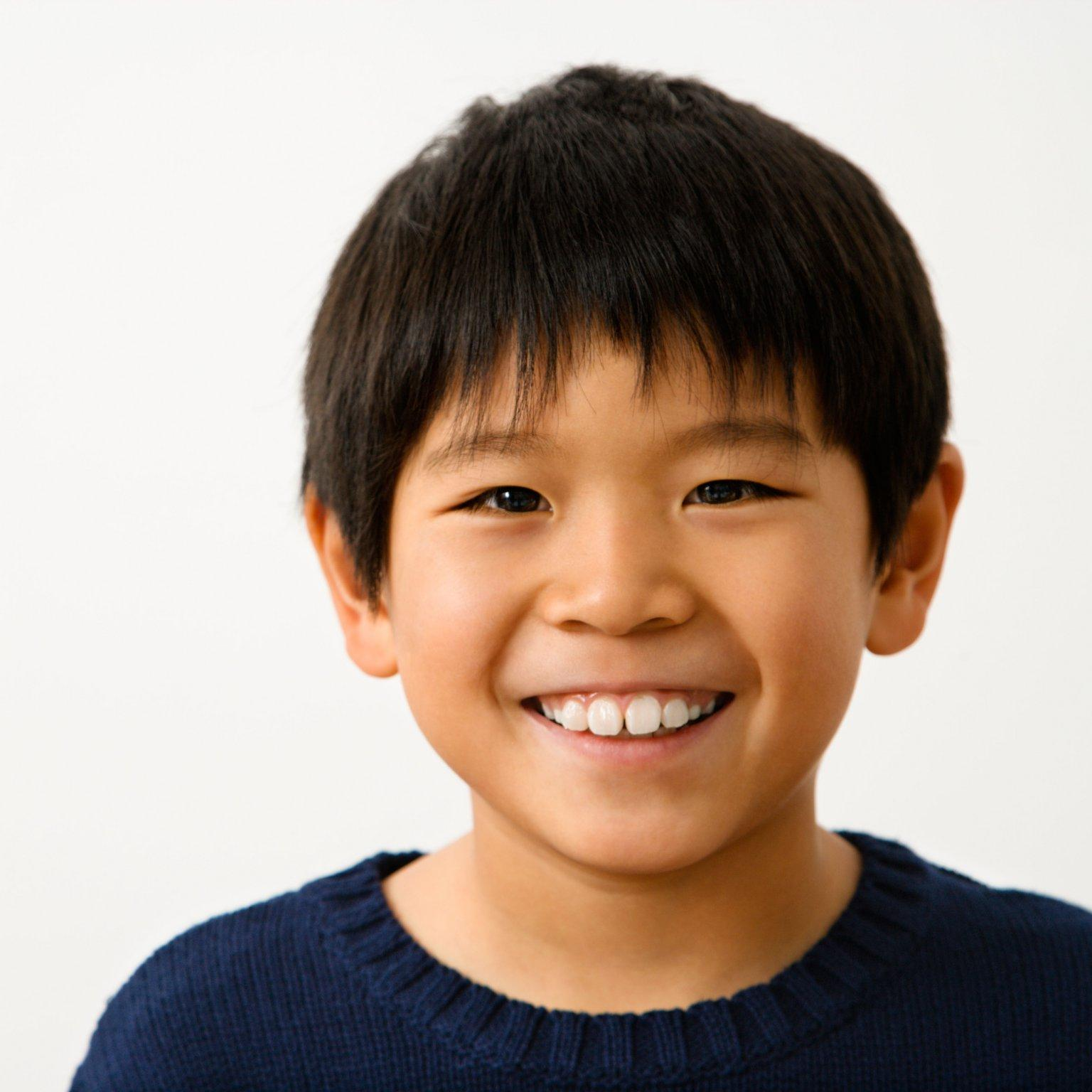 XDKY6P Portrait of young Asian boy smiling