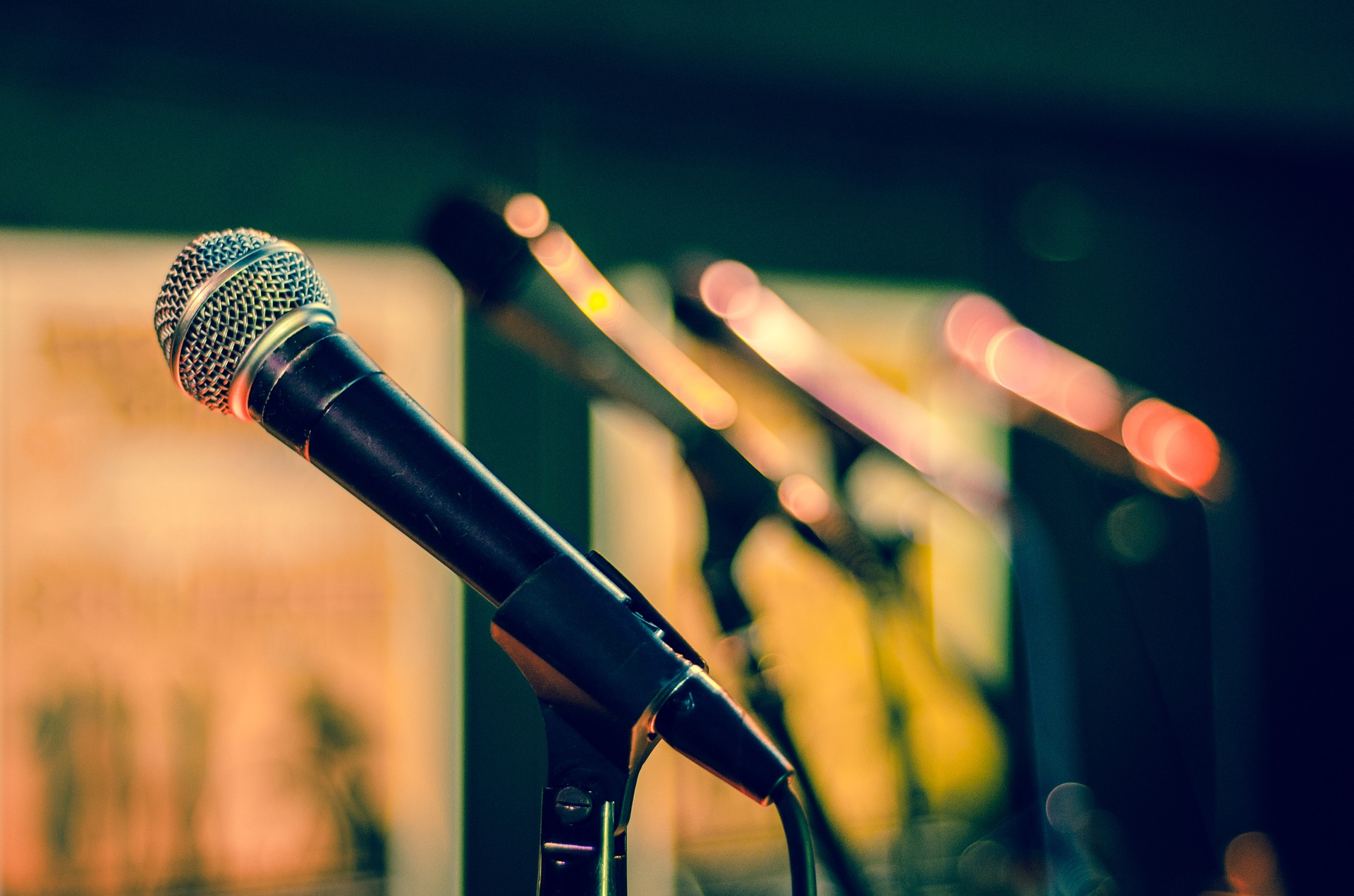 How to Give a Speech with Power and Confidence