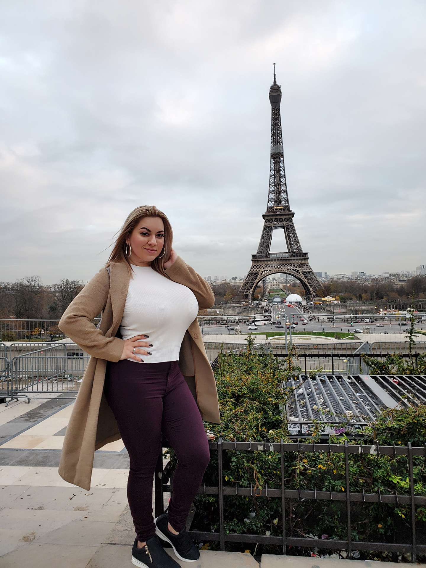 Marcela posing in Paris
