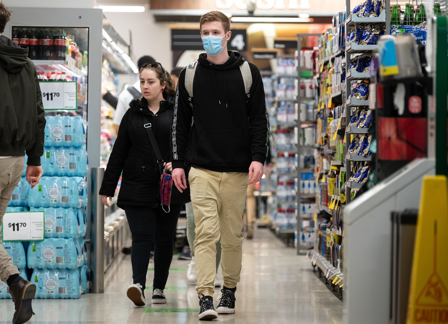 A shopper wearing a face mask inside a Woolworths shop in Sydney, Friday, July 31, 2020. Woolworths are strongly encouraging shoppers in Victoria, NSW and the ACT to wear face masks whilst in store from Monday (3/08). (AAP Image/James Gourley) NO ARCHIVINGNo Use Australia. No Use New Zealand.