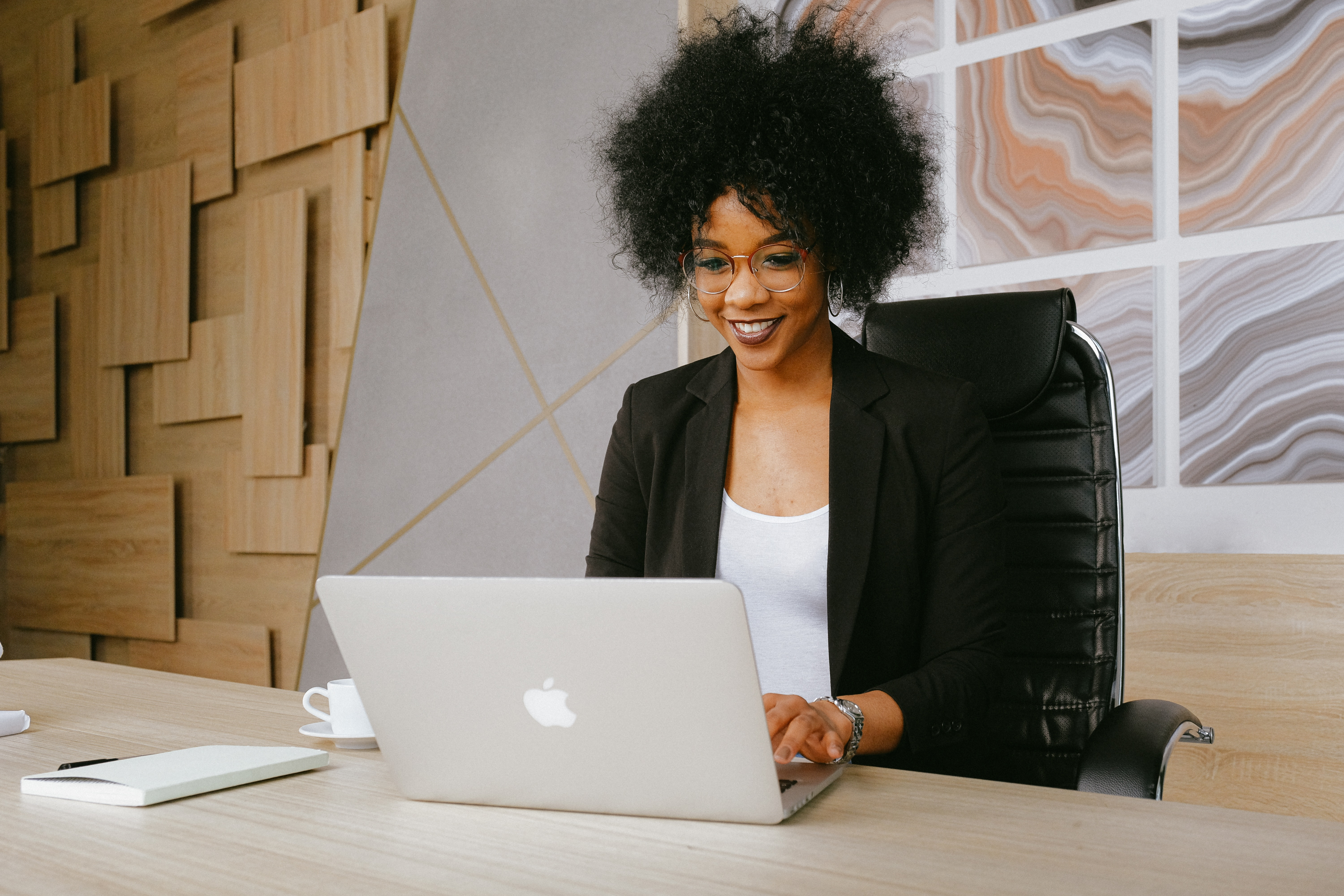 A lady sitting at her desk while working from home.