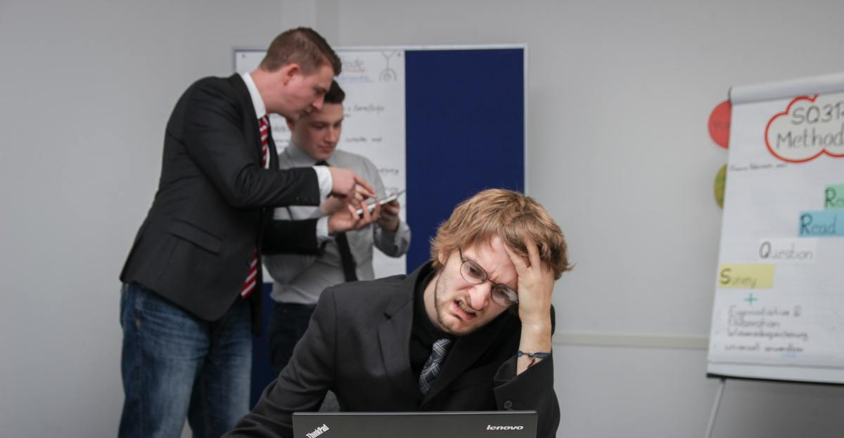 5 Ways to Avoid Migraine Triggers at Work
