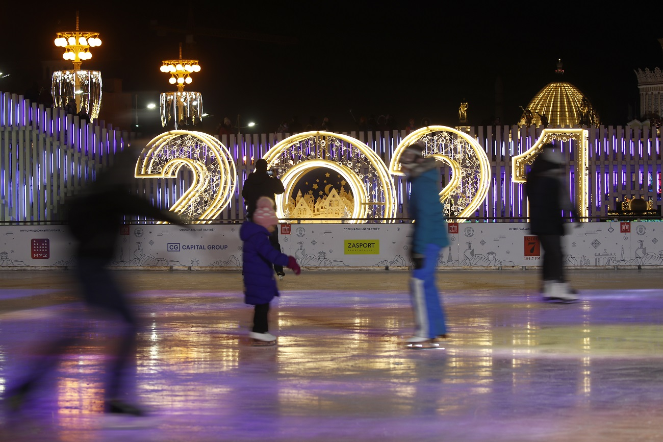 MOSCOW, RUSSIA - DECEMBER 6, 2020: People ice skate at a rink at VDNKh Exhibition Center decorated for winter holidays. Artyom Geodakyan/TASS.No use Russia.