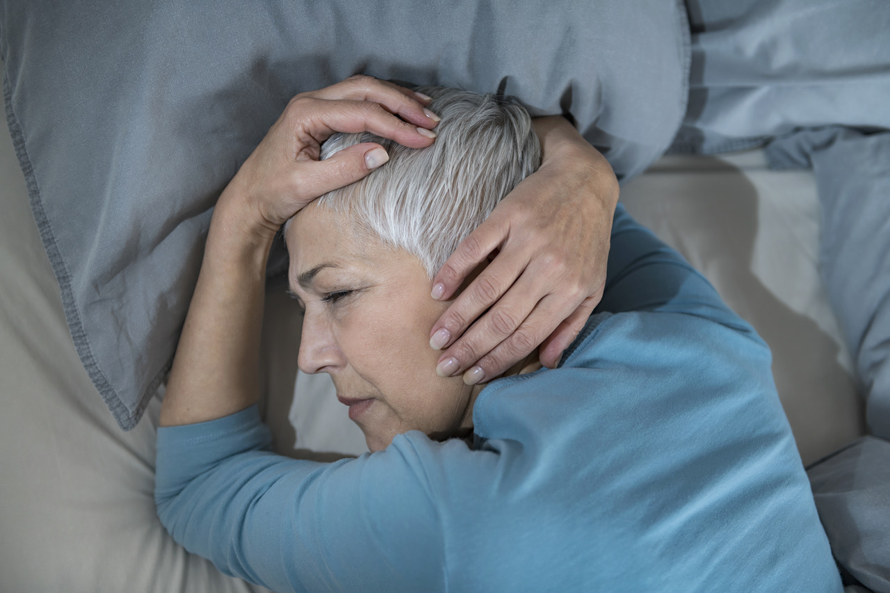 Woman struggling with relationship between sleep and pain
