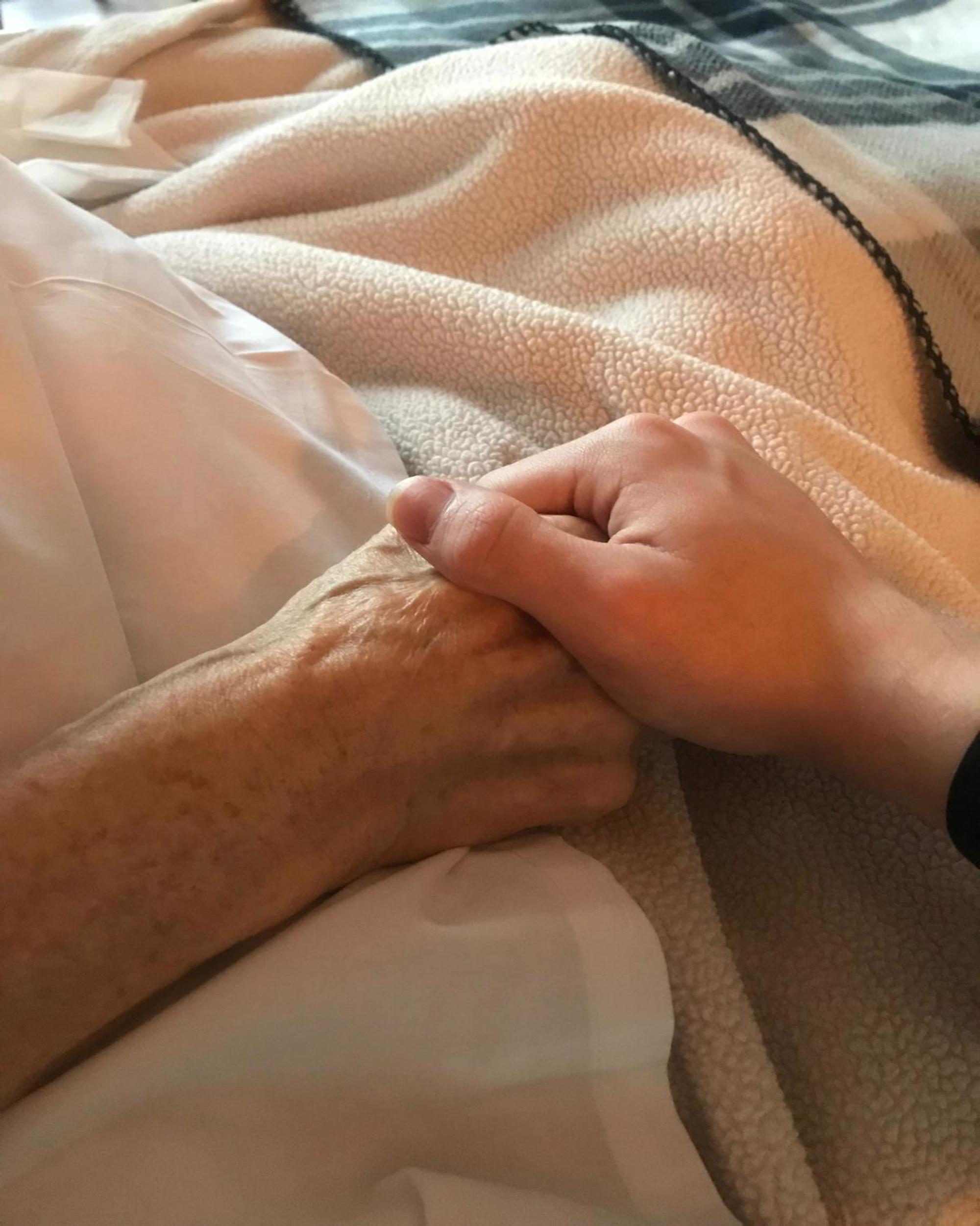 mum-most-sdmired-dying-cancer-grieving
