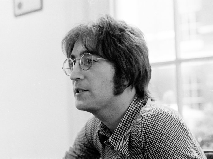 John Lennon being interviewed by journalist Steve Turner of Beat Instrumental magazine, Apple Records, London, 19th July 1971. (Photo by Michael Putland/Getty Images)
